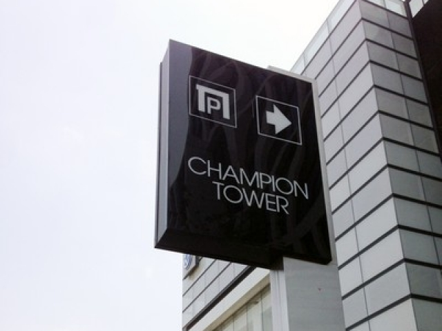 עמוד שילוט CHAMPION TOWER